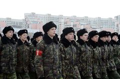 莫斯科军校学生的军校学生教育没有 1721为11月7日的游行做准备在红场 免版税库存照片