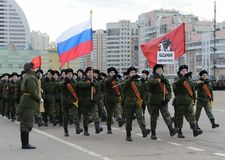 莫斯科哥萨克军校学生军团的军校学生为11月7日的游行做准备在红场 库存图片