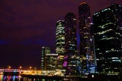 莫斯科国际商业中心莫斯科市在晚上 库存图片