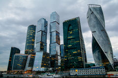 莫斯科国际商业中心莫斯科市在晚上 免版税库存图片