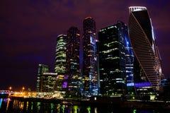 莫斯科国际商业中心莫斯科市在晚上 库存照片