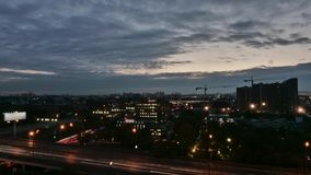 莫斯科在高速公路时间间隔附近的地平线日落 股票录像