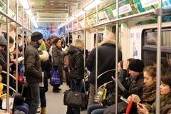 莫斯科地下汽车的乘客 免版税库存照片