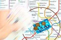莫斯科地铁地图和运输卡片 库存照片