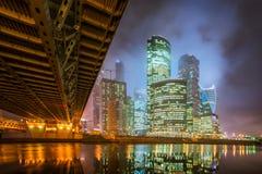 莫斯科城市在雾的晚上和低云的 免版税图库摄影