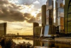 莫斯科城市摩天大楼在莫斯科河的 免版税库存照片