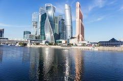 莫斯科城市& x28; 莫斯科国际事务Center& x29; 夏天 Sunn 免版税图库摄影