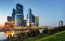 莫斯科城市(莫斯科国际商业中心)在晚上 免版税库存图片