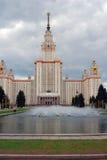 莫斯科大学 苹果开花的结构树 库存图片