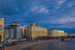 莫斯科室外全景和莫斯科河在夏天,莫斯科城市现代摩天大楼  风景和都市风景 库存图片