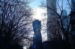 莫斯科市摩天大楼在11月早晨 库存照片