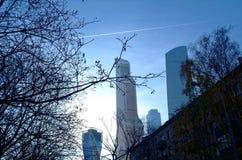 莫斯科市摩天大楼在11月早晨 免版税图库摄影