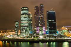 莫斯科市摩天大楼都市风景夜 免版税图库摄影