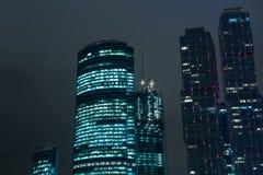 莫斯科市摩天大楼都市风景夜 免版税库存图片