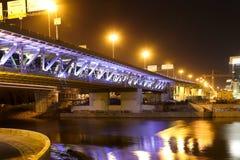 莫斯科市桥梁在晚上,俄罗斯 库存图片