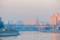 莫斯科河俄国烟雾 星期四, 11月 20日2014年 天气:太阳, s 免版税库存照片