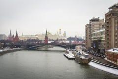 莫斯科河堤防,克里姆林宫 图库摄影