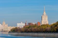 莫斯科河堤防 安置白色 莫斯科, 库存照片