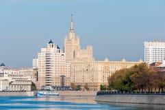 莫斯科河堤防 安置白色 莫斯科, 免版税图库摄影