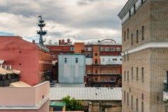 莫斯科河的红色10月工厂 免版税库存照片