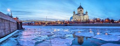 莫斯科河整洁的基督的全景图象救主寺庙 库存图片