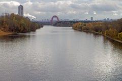 莫斯科河 从Strogino桥梁的看法 秋天 库存图片