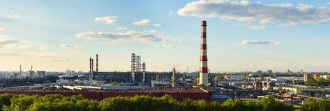莫斯科油处理工厂全景  免版税库存照片