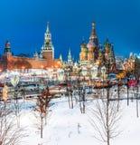 莫斯科红场和圣徒冬时的蓬蒿s大教堂 库存照片