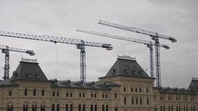 莫斯科红色俄国广场 中间贸易的行或兵部的更加早期的第二议院 重建  股票视频