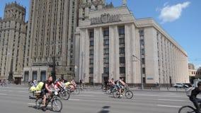 莫斯科自行车节日 带来从各自的许多参加者的公开事件 股票视频