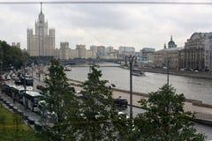莫斯科街道和河莫斯科俄罗斯7月视图  免版税库存图片