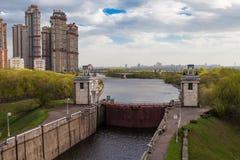 莫斯科运河。 网关 库存照片