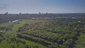 莫斯科都市风景的空中上升的射击从Kolomenskoe公园的 免版税库存图片