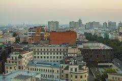 莫斯科顶房顶晚上视图 图库摄影