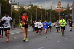 6莫斯科马拉松的参加者 库存图片