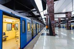莫斯科,俄罗斯可以26日2019年,新的现代地铁车站Khoroshevskaya 修造2018年Solntsevskaya地铁线 免版税图库摄影