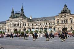 莫斯科,俄罗斯,可以26日2007年 俄国场面:在红场的克里姆林宫与骑马卫兵离婚 免版税图库摄影