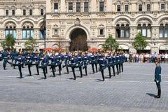 莫斯科,俄罗斯,可以26日2007年 俄国场面:在红场的克里姆林宫与骑马卫兵离婚 免版税库存照片