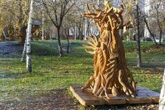 莫斯科,俄罗斯,有雕塑的一个公园由基于木质制成 免版税库存图片