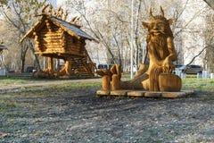 莫斯科,俄罗斯,有雕塑的一个公园由基于木质制成 库存照片