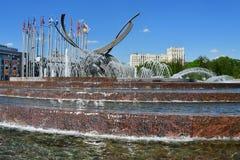 莫斯科,俄罗斯, 2018年5月, 08日 欧洲广场 喷泉欧洲`的`绑架在晴朗的春日在莫斯科 免版税库存照片