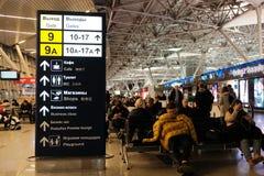 莫斯科,俄罗斯, 16 2017年12月:人等待的飞行在多莫杰多沃机场,一现代和舒适 免版税库存图片
