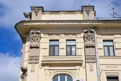 莫斯科,俄罗斯, 2017年4月, 15日 Pokrovka街道,房子19 费奥多尔拉赫曼诺夫公寓建筑学细节, 1898-1899 库存照片
