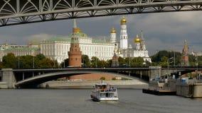 莫斯科,俄罗斯, 2016年9月24日:克里姆林宫的看法从莫斯科河堤防的 影视素材