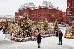莫斯科,俄罗斯, Manezhnaya广场 夜间山s日落ural冬天 免版税库存图片