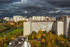 莫斯科,俄罗斯-双十国庆 2017年 16市microdistrict多云天气的Zelenograd 库存图片