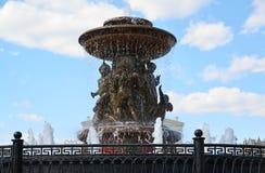 莫斯科,俄罗斯-可以07 2017年 在革命正方形的喷泉在莫斯科,俄罗斯 库存照片