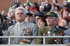 莫斯科,俄罗斯-可以09日2008年:胜利在红场的天WWII游行的庆祝 军用设备庄严的段落,飞行 免版税库存照片