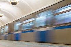 莫斯科,俄罗斯-27 04 2015年 在的移动的火车 免版税库存图片