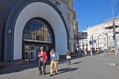 莫斯科,俄罗斯- 21 09 2015年 对地铁站Lubyanka的入口 库存照片